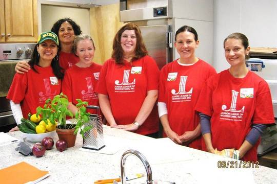 Top_story_56bd033b3d139ffedeb1_291baec0bd0eeafb2513_members_of_the_junior_league_of_morristown_prepare_to_host_family_cooking_classes_at_the_interfaith_food_pantry