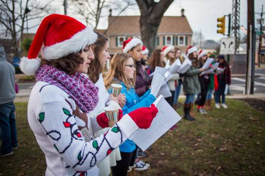 Top_story_62991c3901ca925257c4_carolers