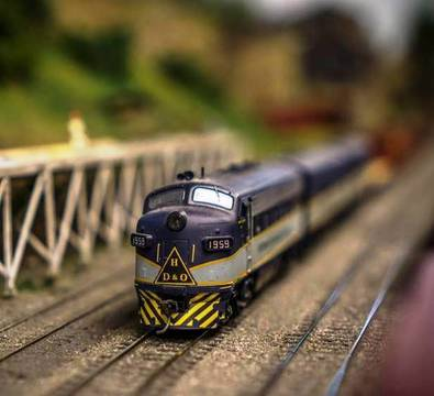 Top_story_74750d5b25ef844b4234_model_train_show