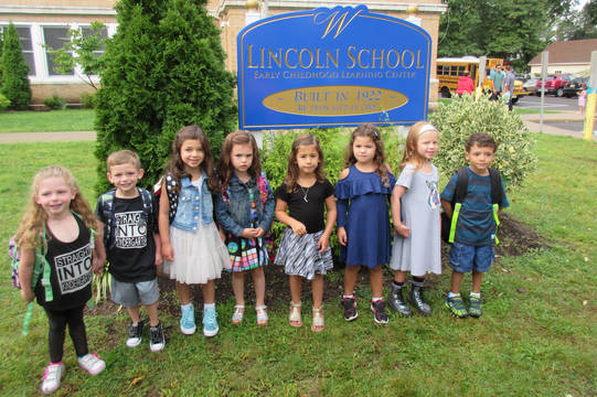 Top_story_74b21000905a34f02d11_716a4a753fe3e5086454_lincoln_school_first_day_september_6__2017_press