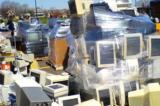 Top_story_88648d014ef71da1d6f2_8311660f334a2d831298_electronic_waste_via_flickr_by_george_hotelling