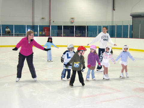 Top_story_88e45fa6cd72911e99b2_msa_7-05_learn_to_skate_4