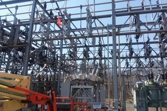 Top_story_8b6ab390f168db60c65c_df7f991b365e686a0651_traynor_substation_breaker