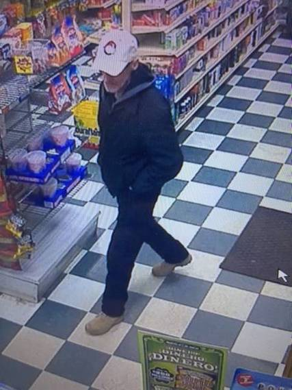 Top_story_949c96e903abf2734eef_armed_robber_walking_in_store