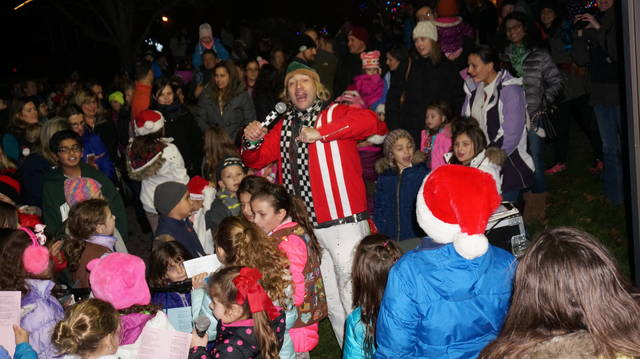Top_story_9c22a196cb356eeb97e1_tree_lighting_twp_com_014