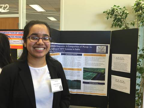 Top_story_a374dd6d11b94b0cd4f4_inidira_roy_presents_her_poster_on_hydroponics__1_
