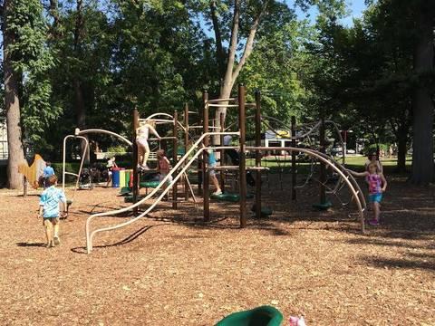 Top_story_b249af794a0716fb286b_memorial_park_playground_2