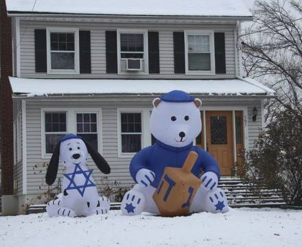 Top_story_b7cc12e2f1ed747fed70_christmas_hanukkah_house_bloomfield
