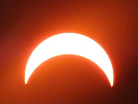 Top_story_c86d5971d2cd6729d7eb_solareclipsespringfieldmaxcoveragemarckrauss