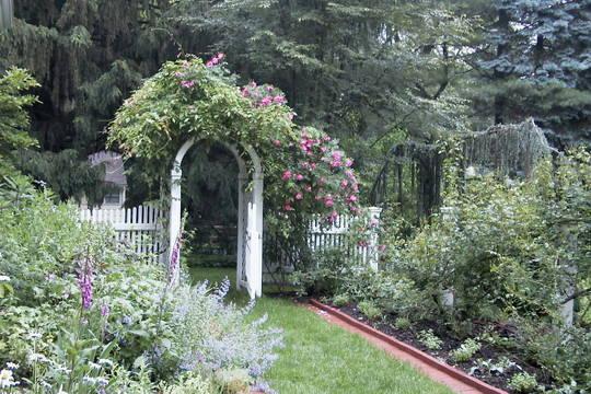 Top_story_d0847cab8f081b496f69_arch_garden_tour