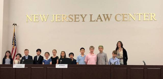 Top story d274ea6e2ef8355e4578 photo 1.grade 3 mock trial
