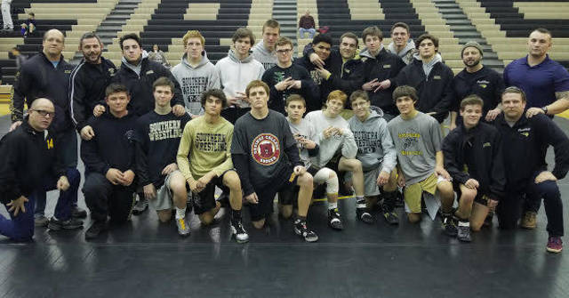 Top_story_d613b258ce8ad5beb551_2018_wrestler_team_photo
