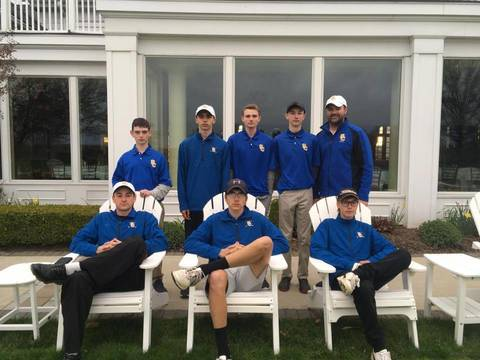 Top_story_e00e4cce7f596a8ca716_shs_golfers_with_coach