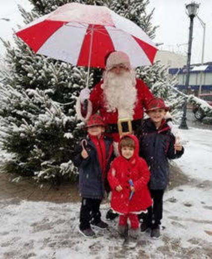 Top_story_e4bbfdc19347bb2af275_santa_with_children