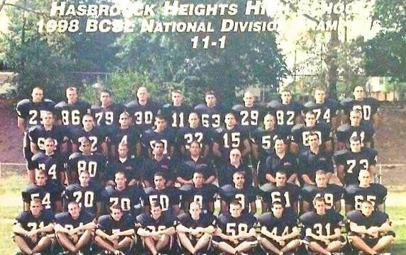 Top_story_e7e9dce8f8c4b10702a8_1998_hh_varisty_football_team