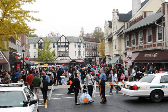 Top_story_ea6cc26d44a03096b8f0_maplewood_halloween_parade
