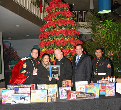 Top_story_eb512b144d84be801368_toysfortots2