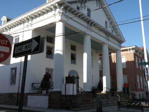 Top_story_eb8953aa2f807a3407e3_historic_courthouse