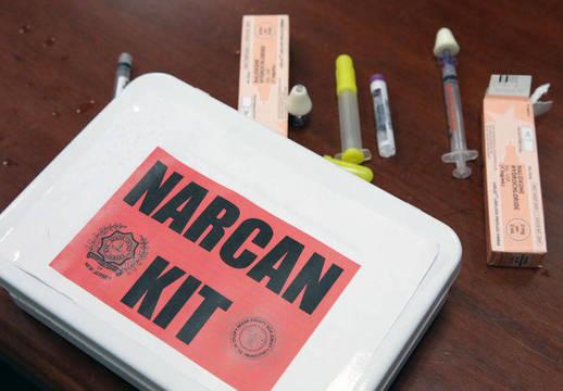 Top_story_ecebbb58c456dfd3083e_narcan-kit