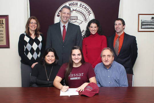 Top_story_ef677ca1c3255e37c2c8_nicole_rizzo_college_signing-6__2_